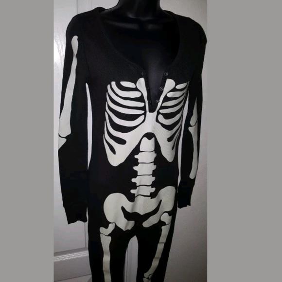 e7921c3f6f VS PINK Skeleton GLOWS Onesie XS Halloween. M 59f0f89756b2d6fad00025a2