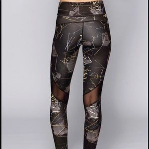 ALALA Captain Ankle jagged front work out tights