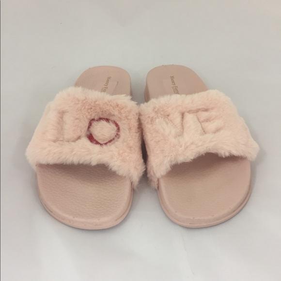 6b1edffb0ae LOVE light pink faux fur slides size 8