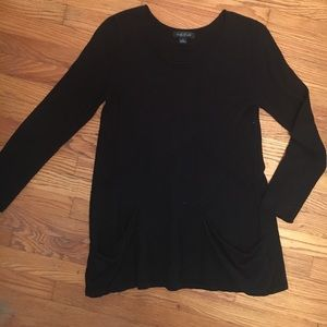 black long sweater with pockets