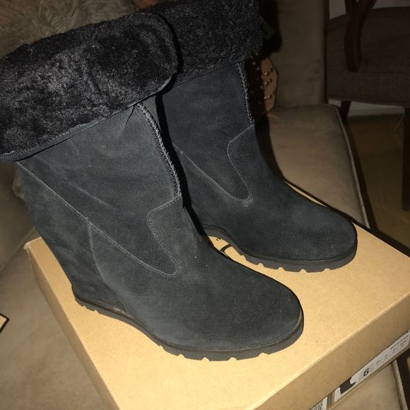 9b535c343bb Brand new ugg kyra black suede boots size 6