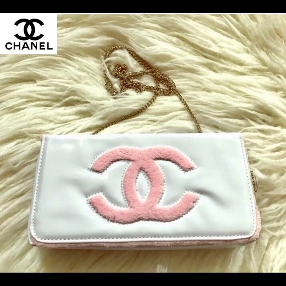 5a68dccf081a CHANEL Handbags - NEW Authentic Chanel Beaute VIP Clutch Chain Strap