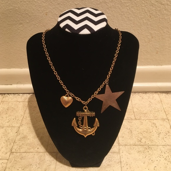 Jewelry - Anchor necklace