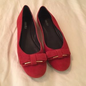 Red bow flats Vaneli 9.5 like new