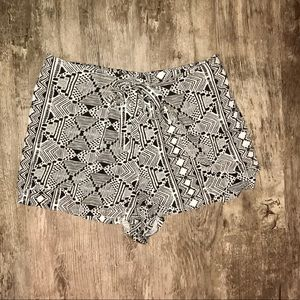 Urban Outfitters Wrap Front Skirted Short Size L