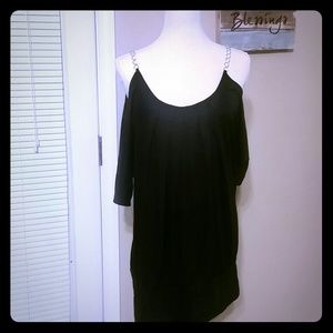 Tops - Black open shoulder shirt with chain strap