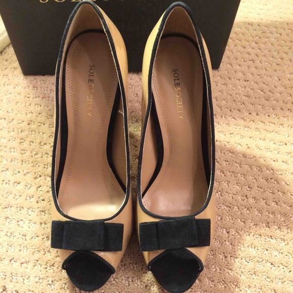 f88e9b2916 Sole Society Shoes | Nwot Tan And Black Peep Toe Heels | Poshmark