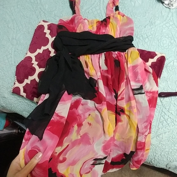 Dresses & Skirts - Floral silky dress size 7
