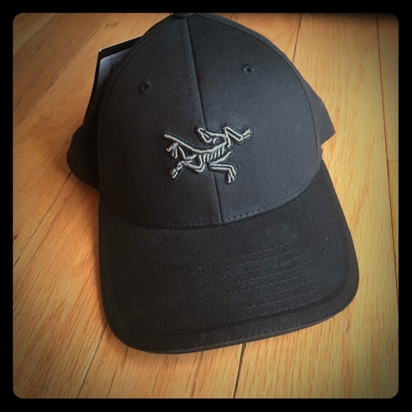 34920028c00 Men s NWT Arcteryx embroidered bird cap.