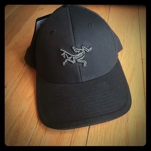 c21c325abfa arcteryx Accessories - Men s NWT Arcteryx embroidered bird cap.