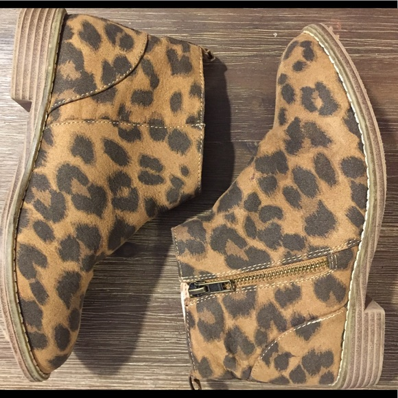 Old Navy Leopard Print Booties Size