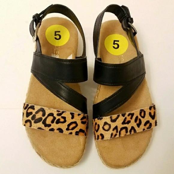 dc53818f081 NWOT Aerosoles Globetrotter sandals leopard sz 5