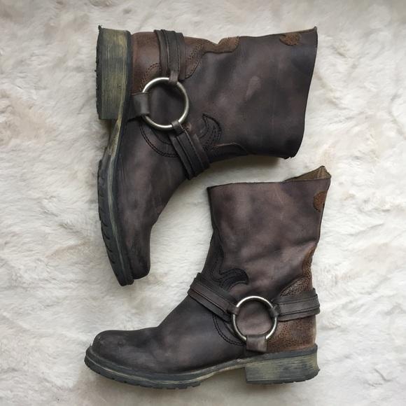 61a499a1b72 Steve Madden Juddge Fleur De Lis Distressed Boots