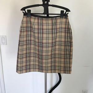 Plaid skirt (Burberry patterned)