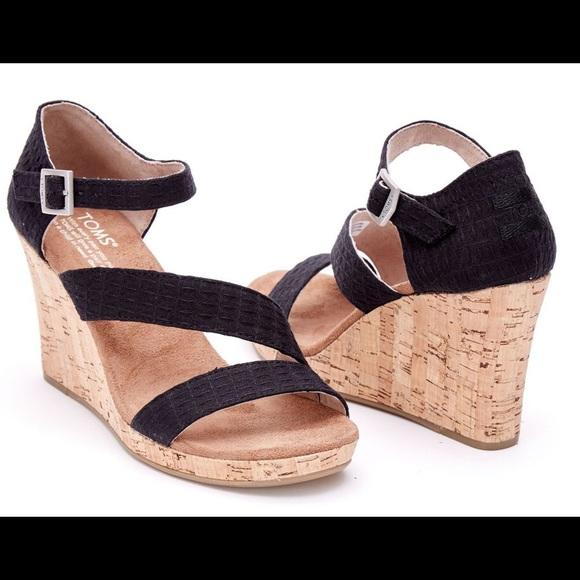dc060a85e13 8 TOMS Clarissa Wedge Sandal EUC Black Cork Heel. M 59f2293878b31c728c01d9d1