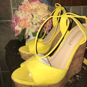 Brand new shoe dazzle wedges