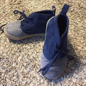 Gap boys size 7 suede shoes