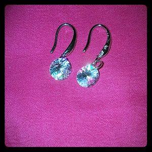🆕*Delicate Rhinestone Earrings*🆕 NWT!