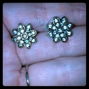 *Antique Snowflake Stud Earrings!*