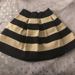 Xhilaration skirt size large