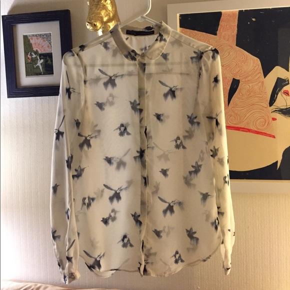 3839e2a7e4 Zara bird print blouse. M_59f297854e95a35b12004aef