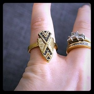 SALE! House of Harlow size 6 gold and topaz ring