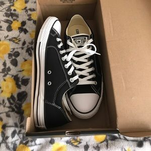New black converse shoes