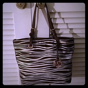 MICHAEL KORS BROWN AND WHITE TOTE BAG