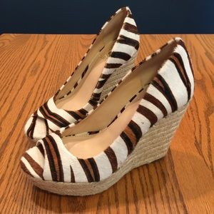 VINCE CAMUTO animal print cow hair wedges