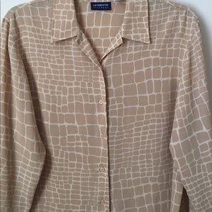 EUC Liz sport giraffe print blouse sz large