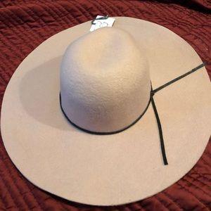 Beautiful light pink wool floppy hat Fall NWT