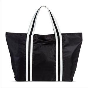 Handbags - 🎀🆕Black and White Tote Bag🎀