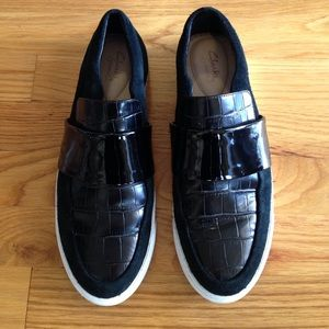 Clarks slip ons black with patent 9.5