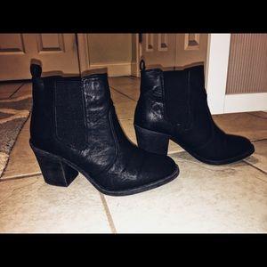 Black short boot/booties