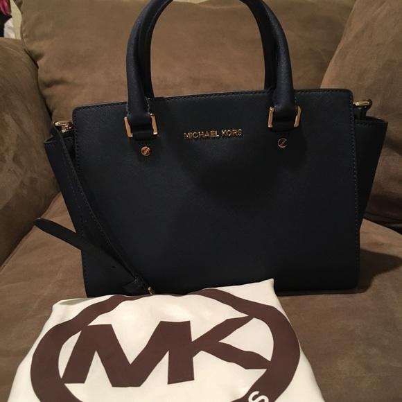 90b9c3506b11 Michael Kors Selma Medium Saffiano Leather Handbag.  M 59f3eb856a58302f8f00caef