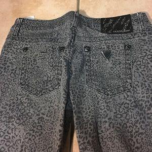 4/$50Guess Jeans PowerSkinny animalprint 28x28