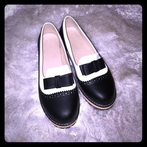 Shoes - Black and White Oxfords with Bowknot 👞 🎀