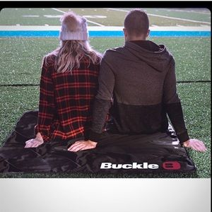 Buckle stadium blanket