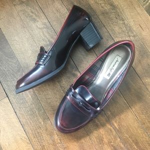 Shoes - Low heel maroon loafers
