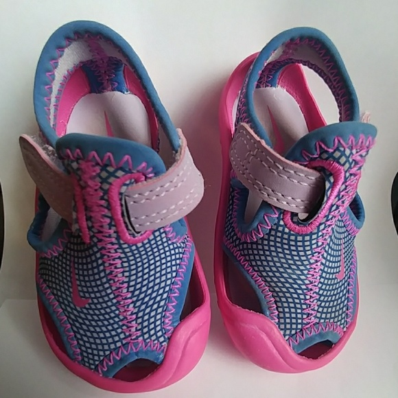 40d54d71e4c4cd Girl s Nike Sunray protect water shoes size 3. M 59f4b54ef0928298e8018792