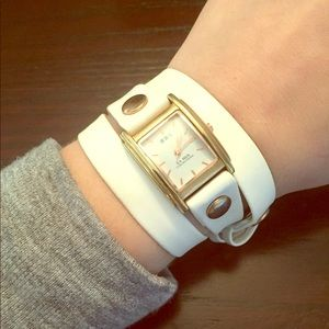La Mer Collections white leather wraparound watch