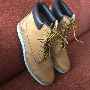 Kenniston 6 Inch suede boots Brown