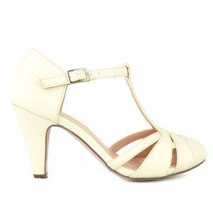 Chase & Chloe Kimmy Nude T-Strap Vintage Pump