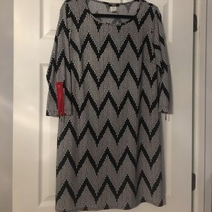 Black & white dress with zipper in red on sleeves.