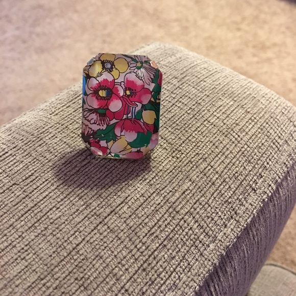 Forever 21 Jewelry - Floral ring