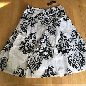 Dresses & Skirts - Black and White pleated skirt