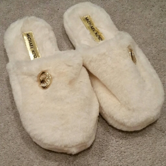 Michael Kors Fuzzy Slippers   Poshmark