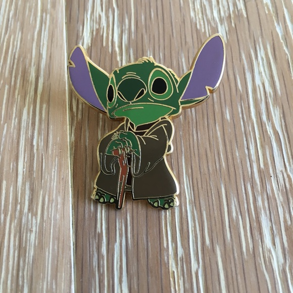 Walt Disney PIN  stitch Yoda Star Wars badges PIN NEW
