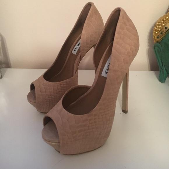 a6af9a5d59f Steve Madden Shoes - Steve Madden nude platform - NEVER WORN