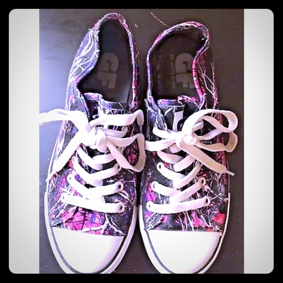Shoes   Muddy Girl Camo Sneakers Size 7
